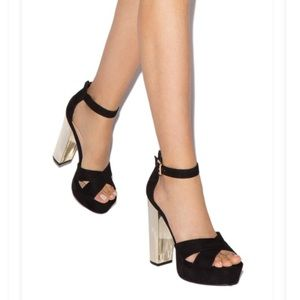 NWT Size 10 Shoe Dazzle Chunky Heel Sandals